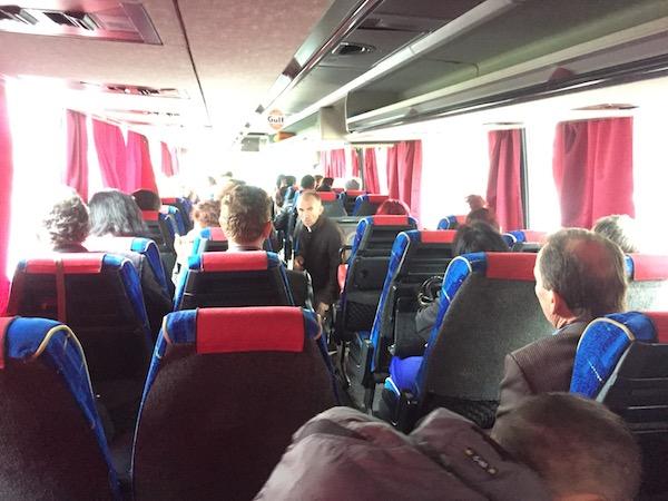 ティラナ行きのバス