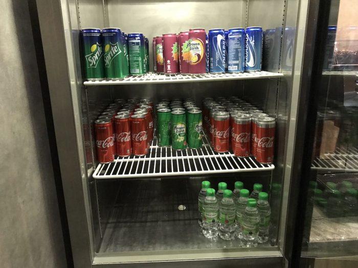 缶ジュース、ペットボトルの水