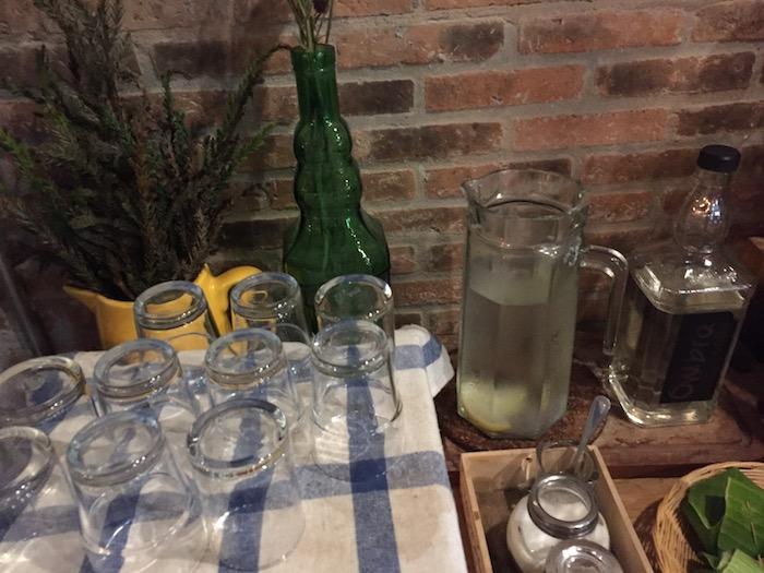 Ombra Caffeの水