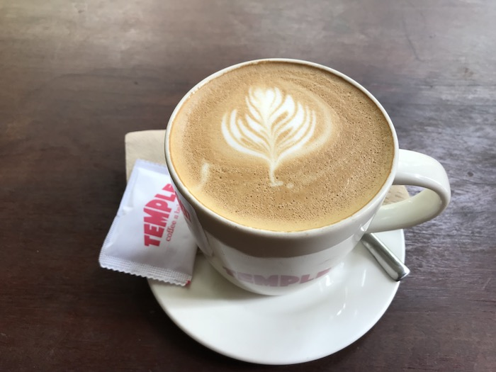 「Temple Coffee n Bakery」のカフェラテ
