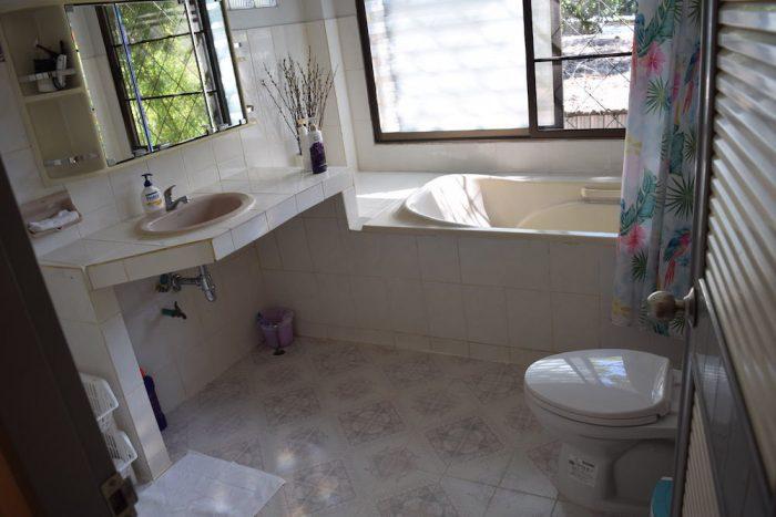 コヤニスカッティ のトイレとシャワー