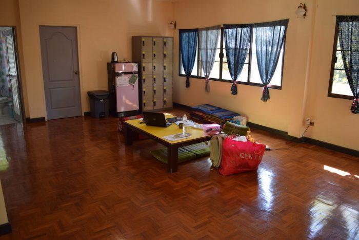コヤニスカッティ の2階共有スペース