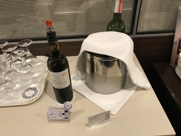 セントレア空港のラウンジのワイン