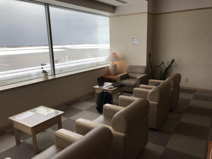 新潟空港のラウンジのシート
