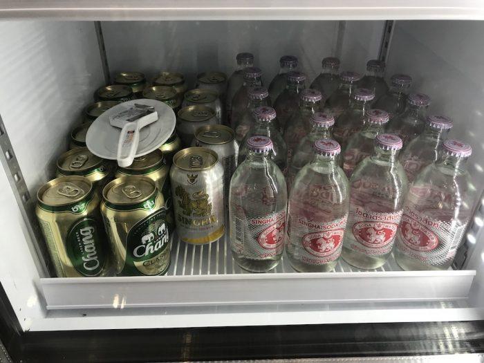 ビールとソーダ ビールはチャーンとシンハ
