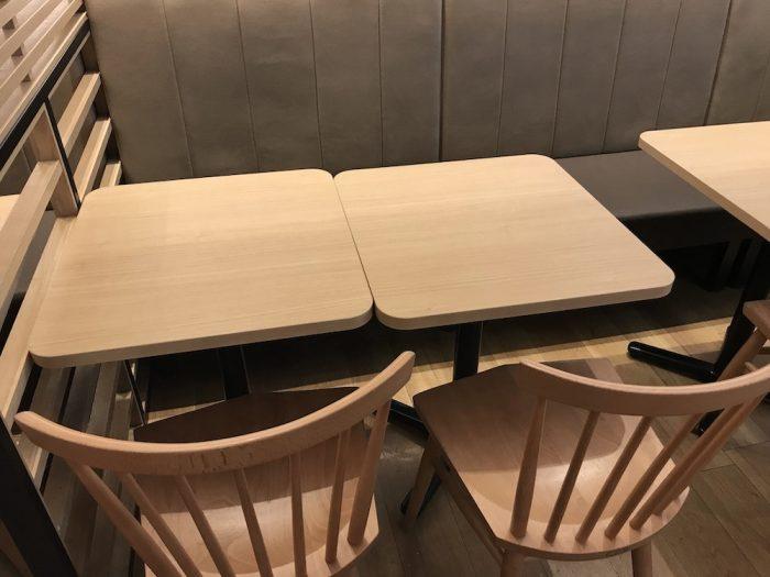 テーブル席には電源がない