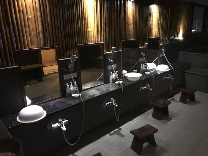 東屋ホテルの露天風呂の洗い場