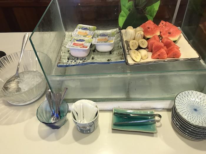 東屋ホテルの朝食 フルーツとヨーグルト