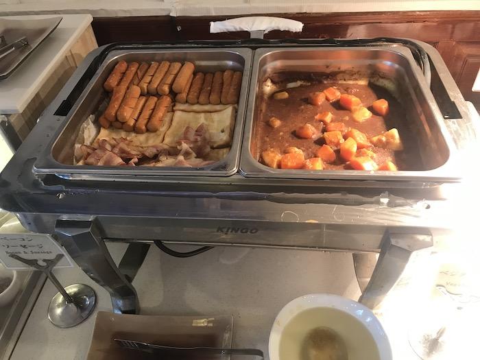 東屋ホテルの朝食 ソーセージ・ベーコン・カレー
