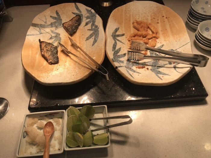 東屋ホテルの朝食 鯖の塩焼きとトンカツ