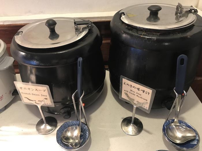 東屋ホテルの朝食 味噌汁とスープ