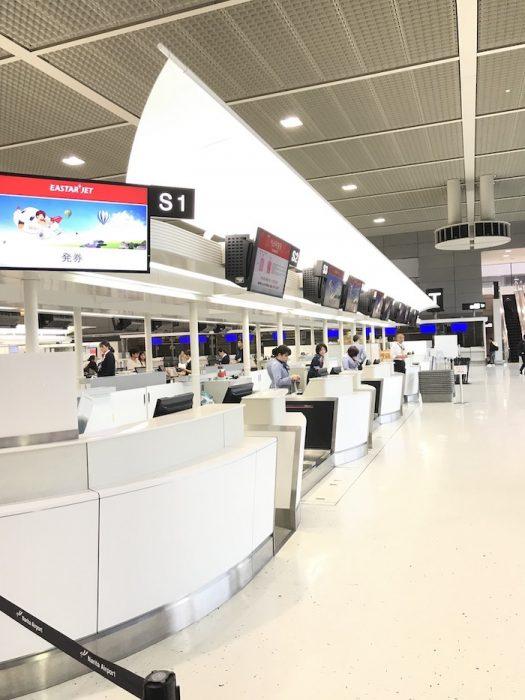 成田空港のイースター航空チェックインカウンター