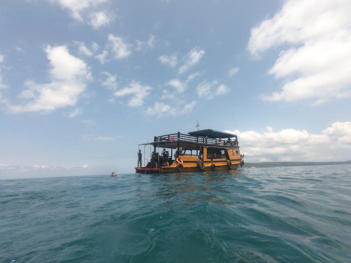 別のダイビングボート