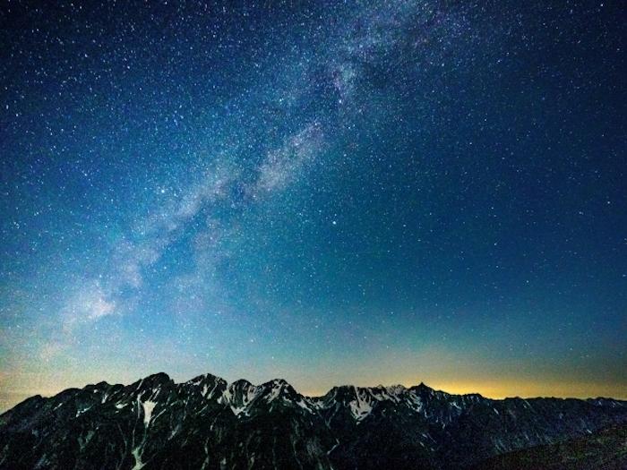 ミラーレス一眼レフカメラなら星空や暗いところでも綺麗に撮れる